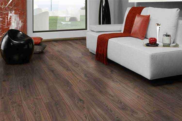chung cư nên lát sàn gỗ hay gạch