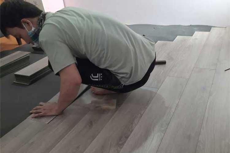 lắp đặt sàn gỗ cốt xanh 8mm ziccos z2 tại phương trung thanh oai