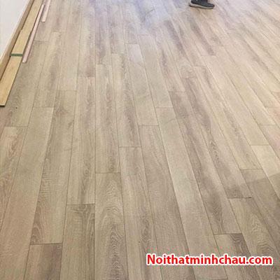 Sàn gỗ Thaipro TL208 12mm cốt xanh hoàn thiện
