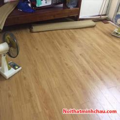 Sàn gỗ Vietone V882 12mm hoàn thiện