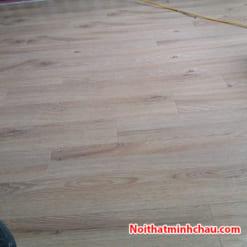 Sàn gỗ Vietone V883 12mm hoàn thiện