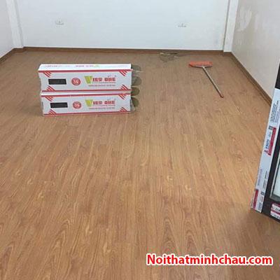 Sàn gỗ Vietone V886 12mm hoàn thiện