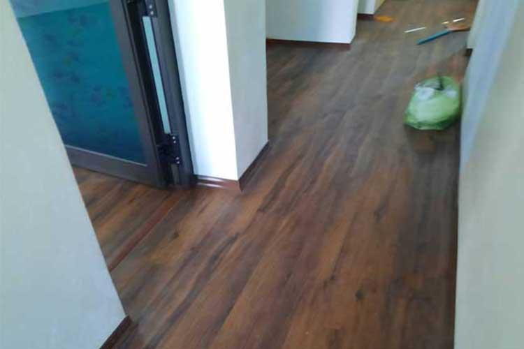 hoàn thiện thi công lắp đặt sàn gỗ thaipro tl206 cốt xanh thái lan tại hoa sơn ứng hòa