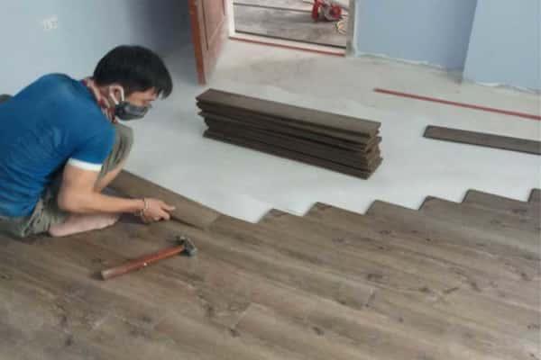 lắp đặt sàn gỗ việt nam vietone v880 12mm phòng ngủ tại tân mai