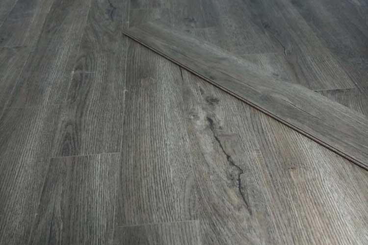 thi công lắp đặt sàn gỗ công nghiệp vietone v880 12mm ở tân mai hoàng mai