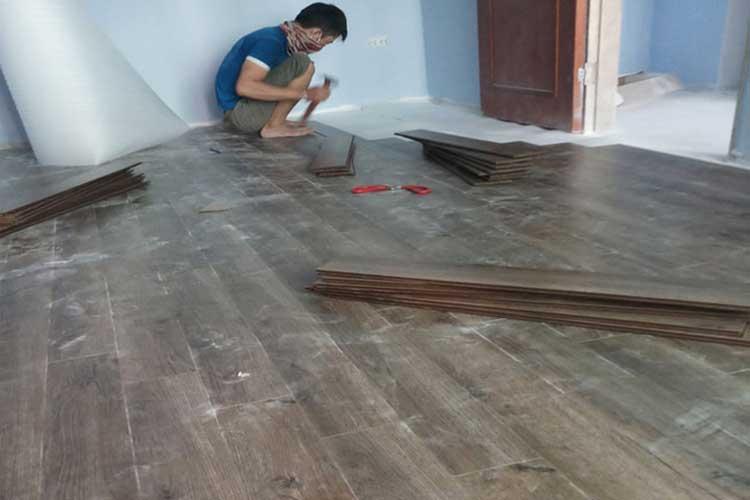 thi công lắp đặt sàn gỗ vietone v880 12mm tại chung cư hòa phát tân mai