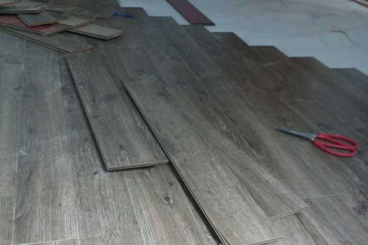 thi công sàn gỗ vietone v880 12mm tại tân mai
