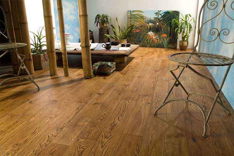 có nên lát sàn gỗ cho tầng 1