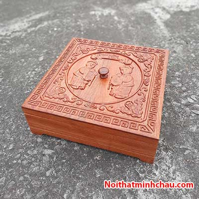 Hộp đựng bánh kẹo tết Tiểu Đồng Chúc Tết bằng gỗ hương đá