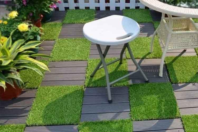 Lắp đặt vỉ gỗ nhựa ban công kết hợp vỉ cỏ nhân tạo