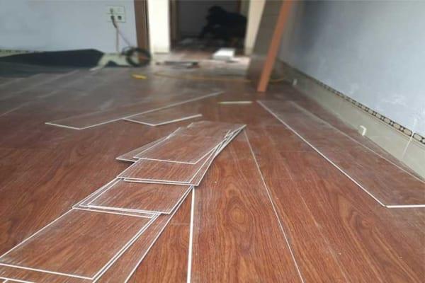 Thi công sàn nhựa giả gỗ hèm khóa Ariano A005 tại Cát Động, Kim Bài