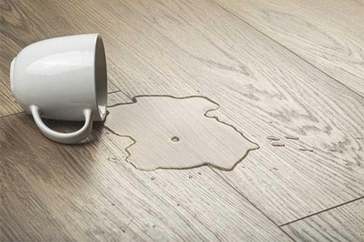 Sàn gỗ bị phồng do người sử dụng