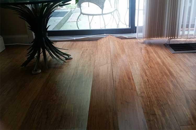 Sàn gỗ công nghiệp bị phồng do thời tiết
