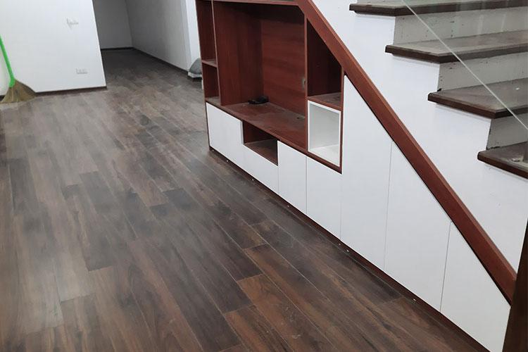 Hoàn thiện sàn gỗ Bandi D3488 cho tầng 1 tại Văn La, Chương Mỹ
