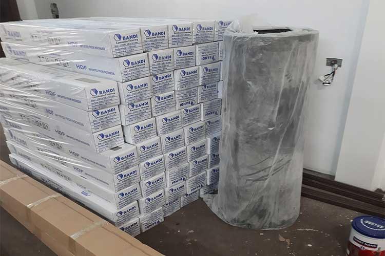 Tập kết vật tư sàn gỗ cốt xanh Bandi D3488 tại Chương Mỹ