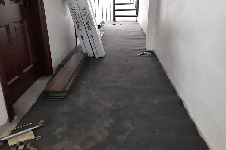 Trải xốp cao su non chuẩn bị mặt bằng lát sàn gỗ bandi tại Bãi Yến, Văn Võ, Chương Mỹ