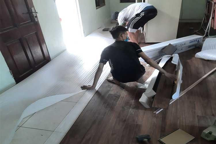 Lắp đặt sàn gỗ cốt xanh 12mm Bandi D3455 tại Liên Châu Thanh Oai