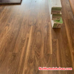 Sàn gỗ Thaipro TL209 12mm cốt xanh hoàn thiện