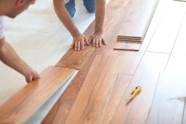 Nên dùng sàn gỗ công nghiệp hay sàn nhựa