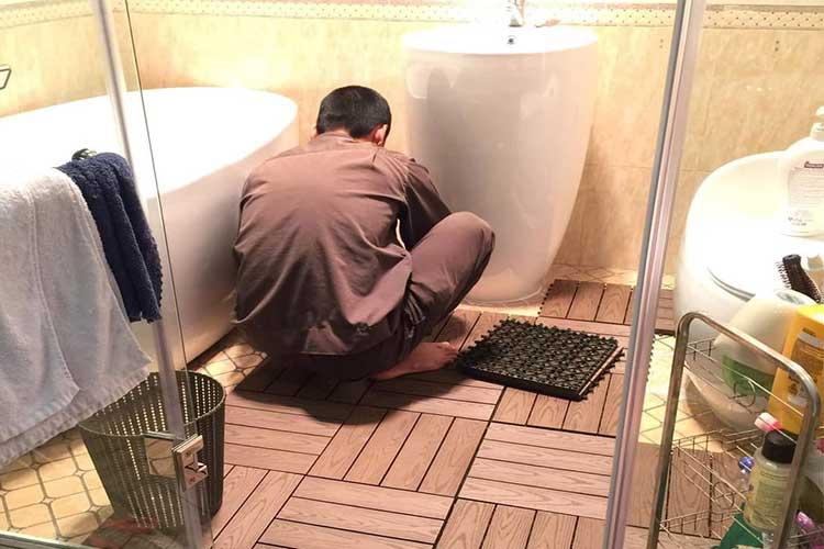 Vỉ gỗ nhựa lót sàn nhà tắm