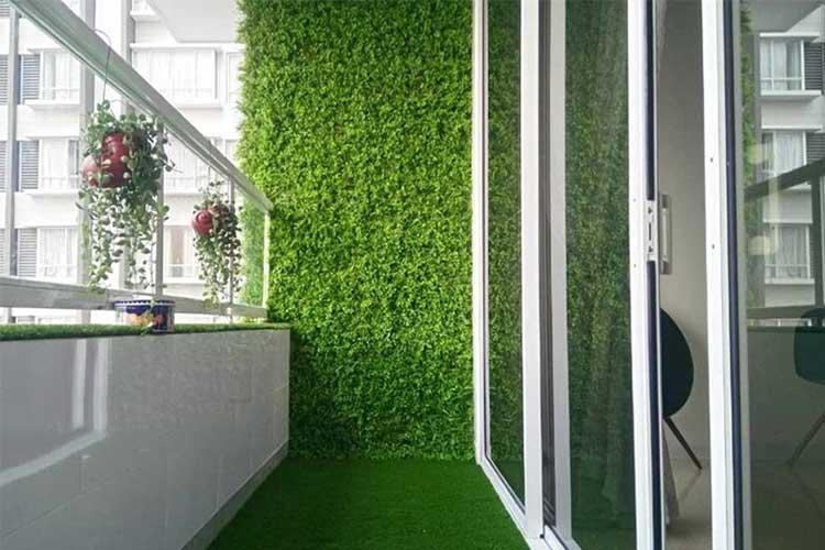 cỏ nhựa treo tường trang trí ban công