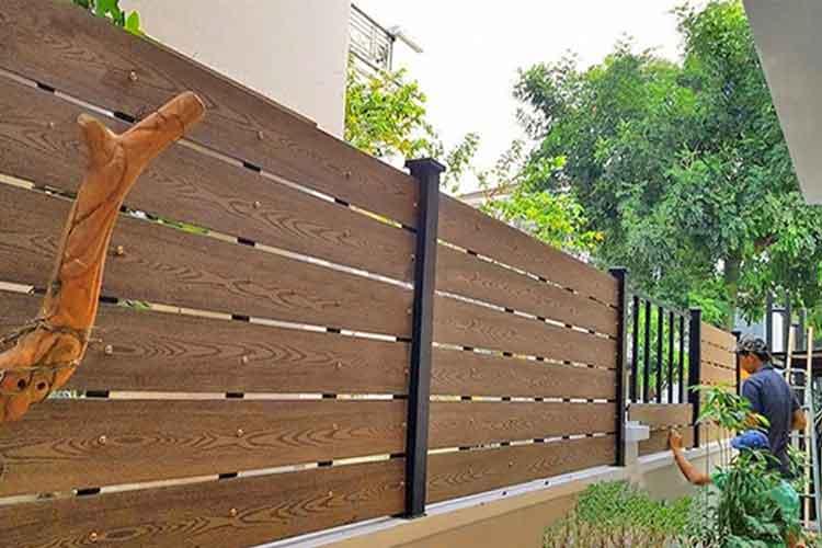 thanh nhựa giả gỗ làm hàng rào